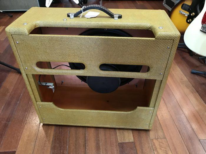 Victoria 1×15 Tweed Pro cab with speaker