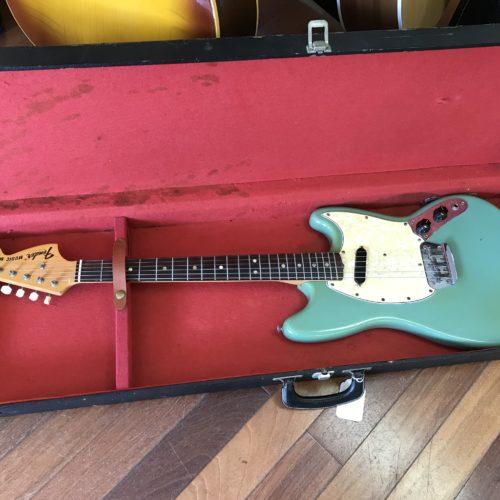 1970 Fender Musicmaster awesome Daphne blue