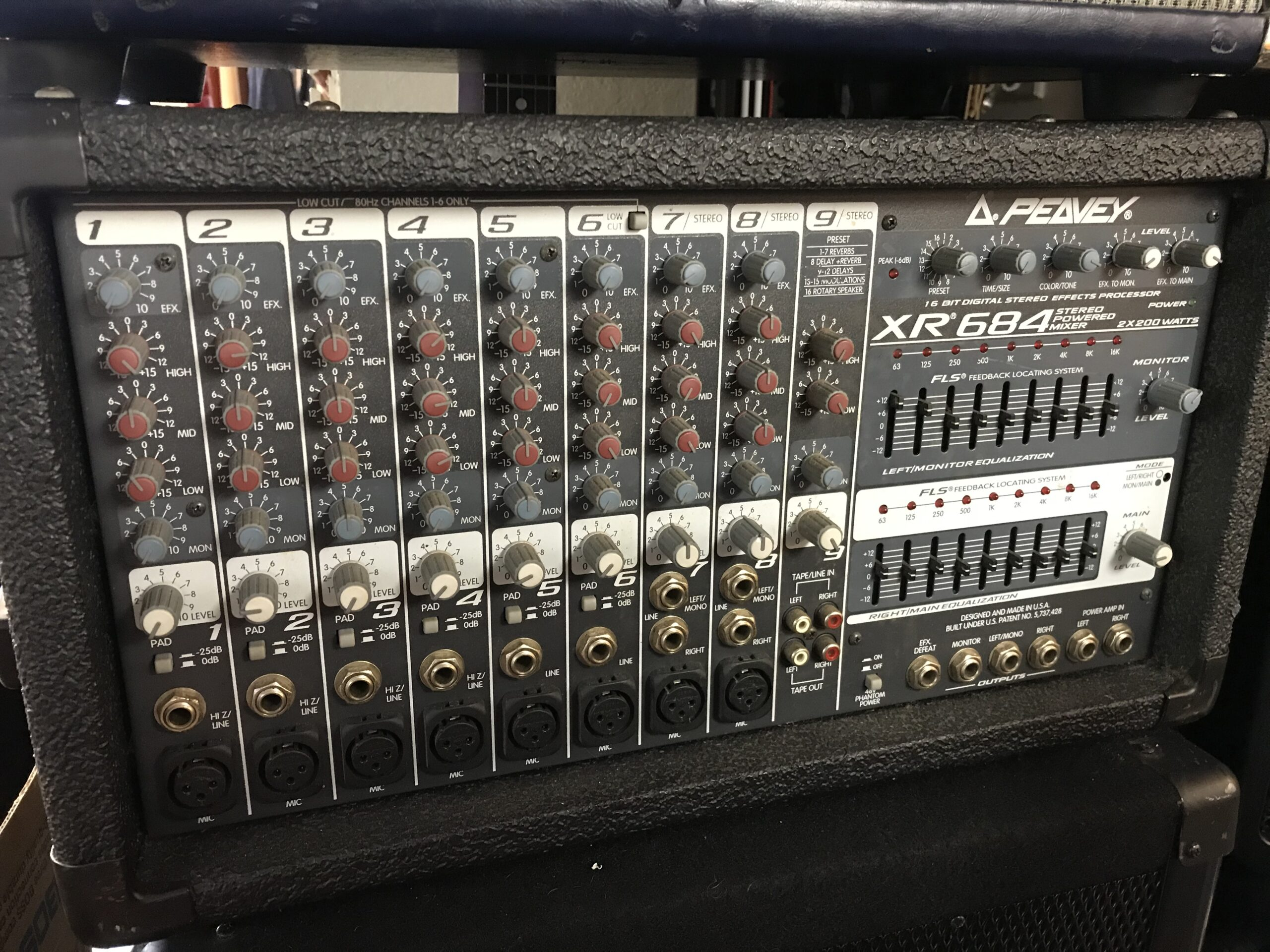 Peavey XR 684 stereo powered mixer