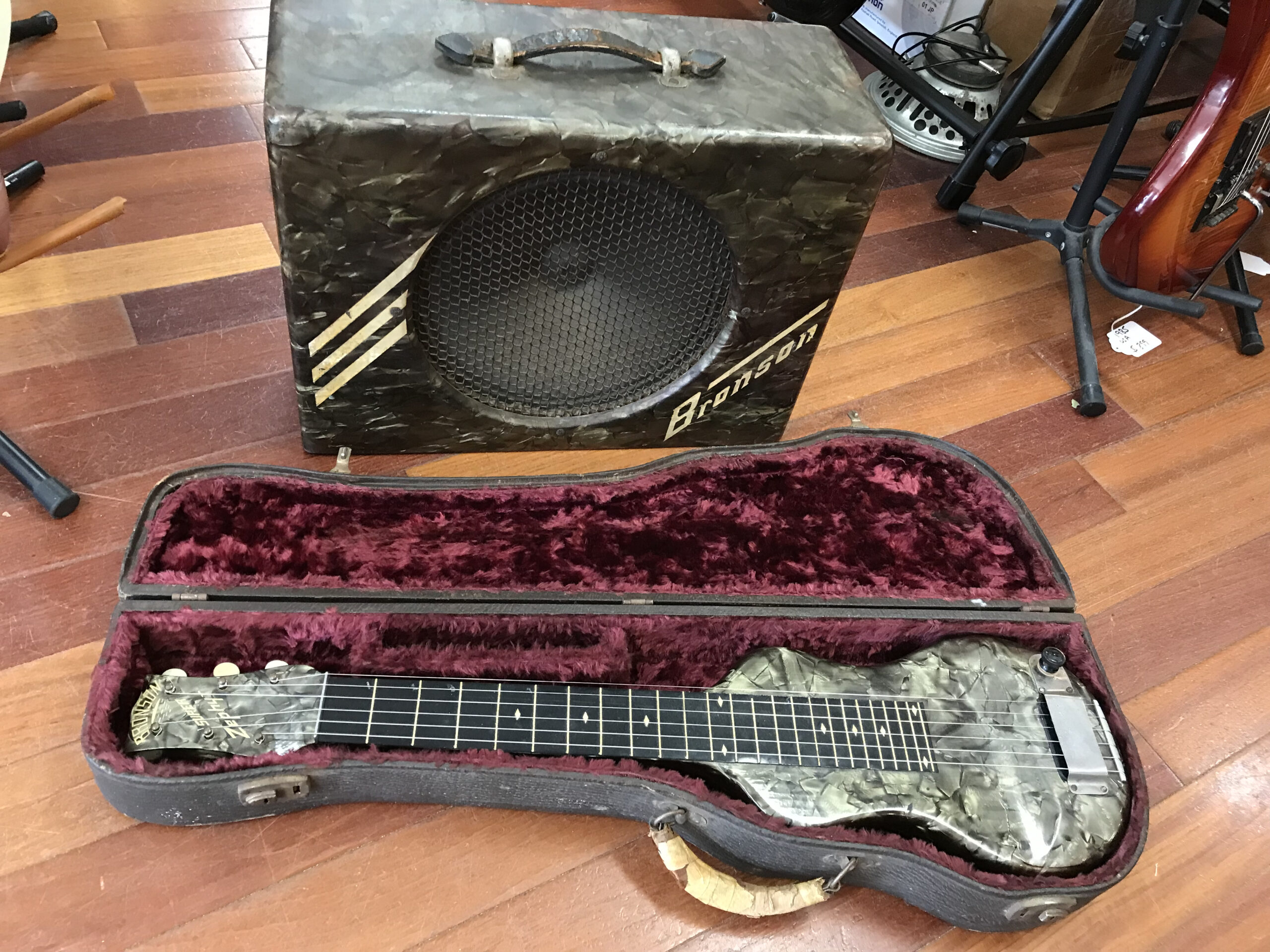 40s Bronson lap steel and matching amp mint